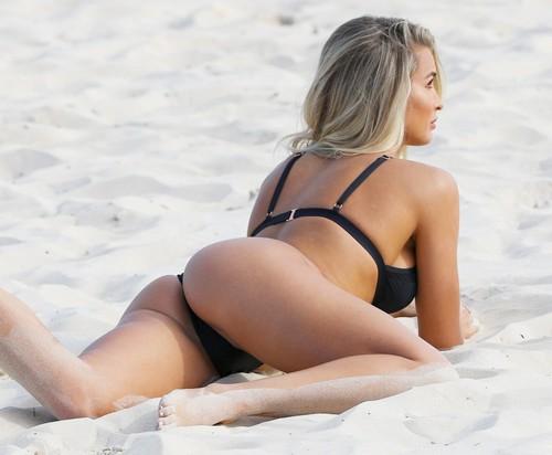 Madison Edwards in Bikini : Photoshoot in Sydney - 01 maggio 2017