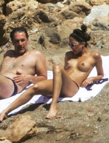 Rocio Munoz Morales in Topless : Paparazzata a Ibiza da Chi - Maggio 2017