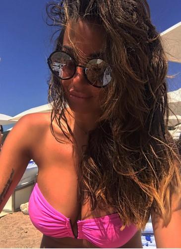 Rosaria Cannavo' : Seno Incontenibile in Bikini a Ibiza - 27 maggio