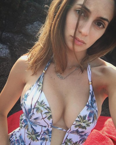 Rossella Fiamingo : Seno Esplosivo in Bikini - 31 maggio