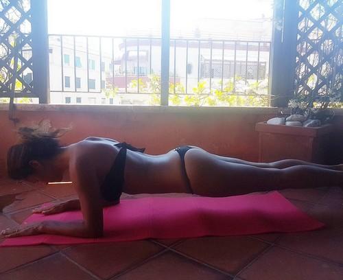 Samantha de Grenet : Fisico da Urlo in Bikini Mentre si Allena - 27 maggio