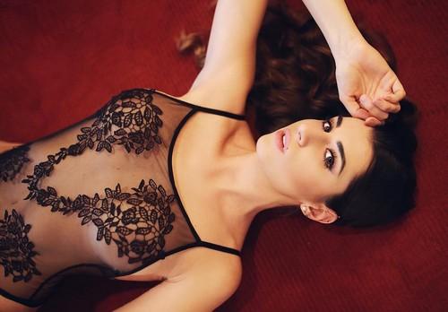 Valentina Vignali : Trasparenze in Sexy Lingerie in un Servizio Fotografico