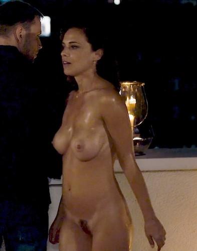 Valeria Bilello : Nudo Integrale in Sense8 - 2017