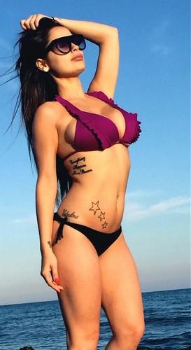 Alessia Macari : Una Bomba in Bikini - 02 giugno