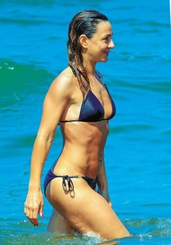 Ambra Angiolini in Bikini in Sardegna . Paparazzata da Chi - Giugno 2017