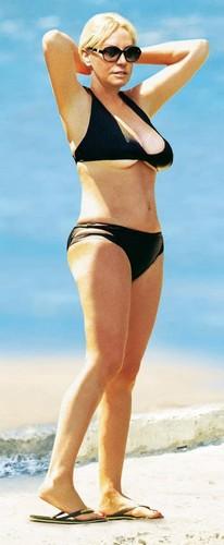Antonella Clerici in Bikini : Paparazzata a Orbetello da Gente - Giugno 2017