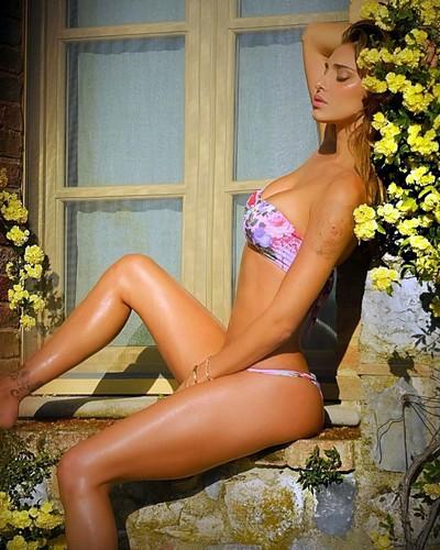 Belen Rodriguez in Bikini - 05 giugno