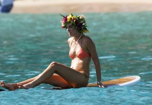 Chiara Ferragni in Bikini : Paparazzata alle Hawaii - Guigno 2017