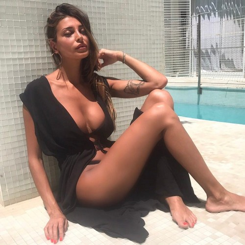 Cristina Buccino : Curve Esplosive in Nuovi Scatti in Bikini a Malta - 20 giugno 2017