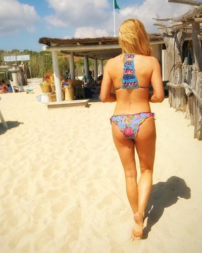 Federica Fontana : Lato B da Urlo in Bikini in Costa Azzurra - 02 giugno