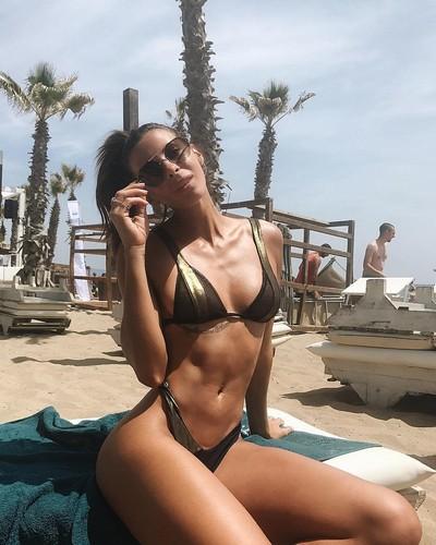 Giulia Calcaterra : Fisico da Capogiro in Bikini in Sicilia - 02 giugno