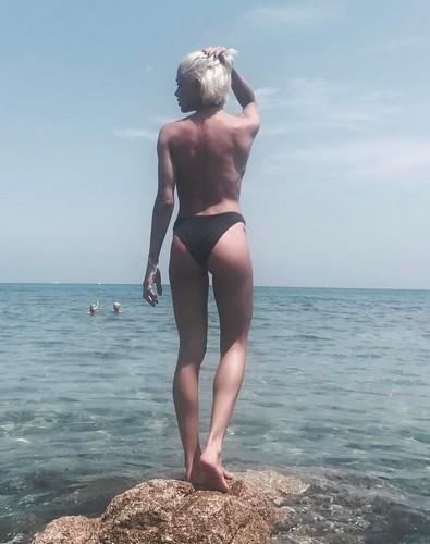 Giulia Provvedi : Lato B da Urlo in Bikini a Saint Tropez - 15 giugno 2017