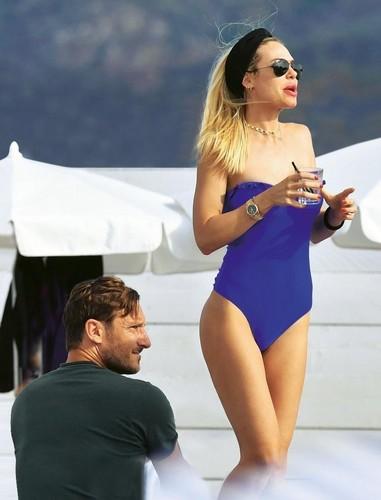 Ilary Blasi  in Bikini  Paparazzata  a Montecarlo da Chi - Giugno 2017 - HQ ADDS