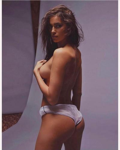 Irina Shayk in Topless : Servizio Fotografico Sconosciuto