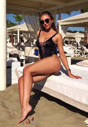 Laura Cremaschi in Bikini a Forte dei Marmi - 19 giugno 2017