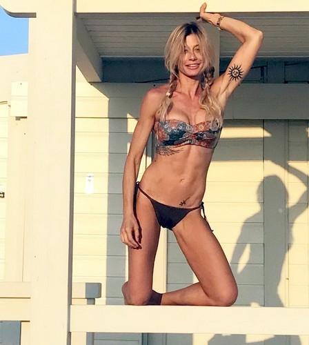 Maddalena Corvaglia in Bikini in Puglia - 08 giugno