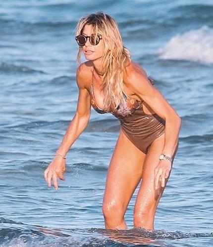 Maddalena Corvaglia in Bikini: Paparazzata in Puglia da Oggi - Giugno 2017