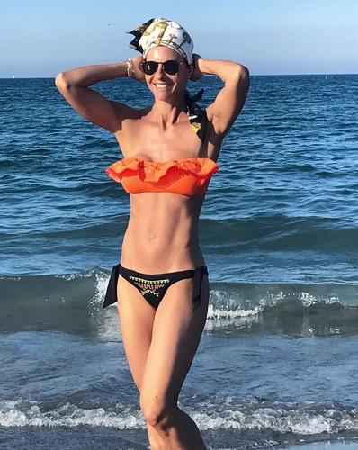 Martina Colombari in Bikini - 05 giugno