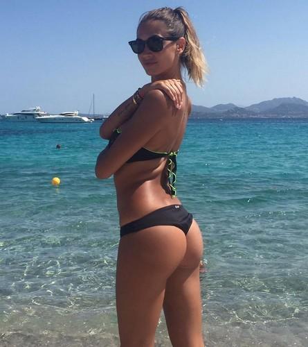 Melissa Satta : Lato B da Urlo in Bikini a Ibiza - 21 giugno 2017
