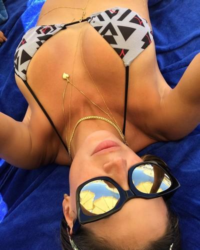 Melissa Satta : Seno Esplosivo in Bikini a Ibiza - 08 giugno