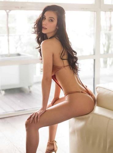 Paola Di Benedetto in Bikini su V Pocket – Giugno 2017