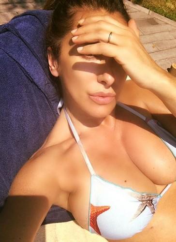 Sabrina Salerno : Seno Espolsivo in Bikini in Piscina - 11 giugno 2017