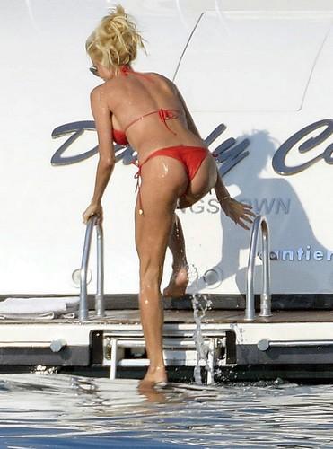 Victoria Silvstedt in Bikini : Paparazzata a St. Tropez - 18 giugno 2017