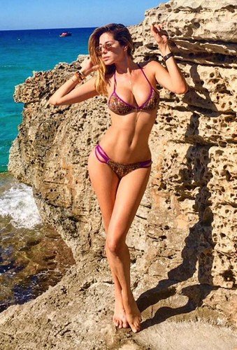 Aida Yespica in Bikini a Ibiza - 07 luglio 2017