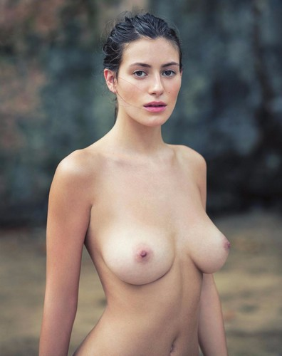 Alejandra Guilmant : Topless Esplosivo e Nudo Integrale : David Bellemere Photoshoot per Treats! Magazine 2017