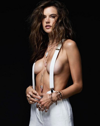 Alessandra Ambrosio in Topless per Jacquie Aiche Jewelry - Estate 2017