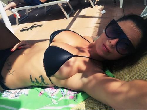 Alessia Macari : Seno Incontenibile in Bikini in Piscina - 22 luglio 2017