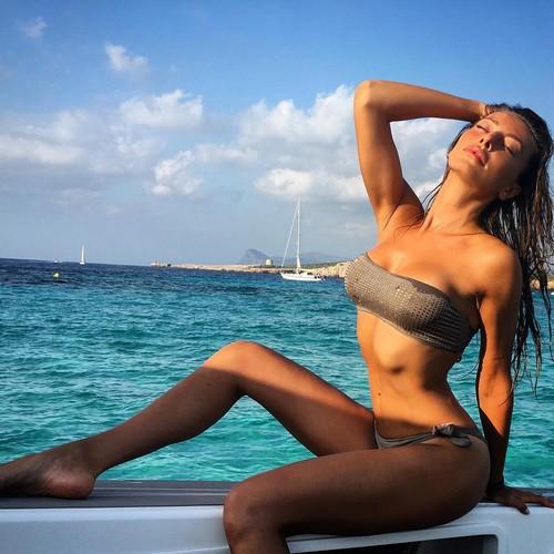 Alessia Tedeschi : Curve Mozzafiato in Bikini a Ibiza - 22 luglio 2017