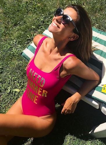 Alessia Ventura : Curve Mozzafiato in Costume da bagno - 13 luglio 2017