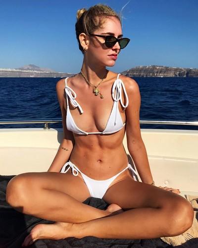 Chiara Ferragni in Bikini a Santorini - 16 luglio 2017