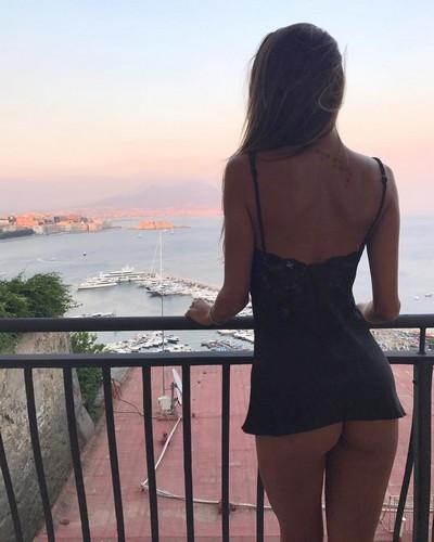 Cristina Buccino in Lingerie : Lato B Spaziale in Terrazza a Napoli - 18 luglio 2017