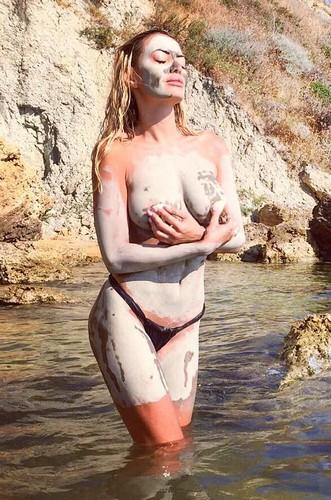 Elena Morali : Sedere e Topless Esplosivi in Bikini in Calabria - Luglio 2017