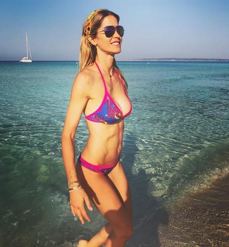 Elena Santarelli in Bikini a Formentera - 12 luglio 2017