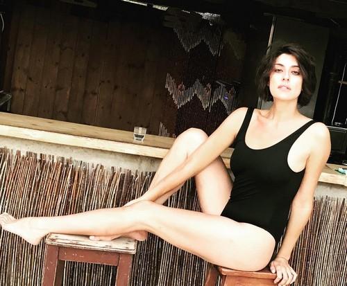 Elisa Isoardi : Strepitosa in Costume da Bagno - 03 luglio 2017
