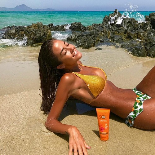 Giorgia Palmas in Bikini in Sardegna -13 luglio 2017