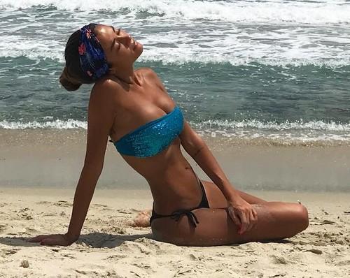 Giorgia Palmas : Seno Esplosivo in Bikini in Sardegna - 20 luglio 2017