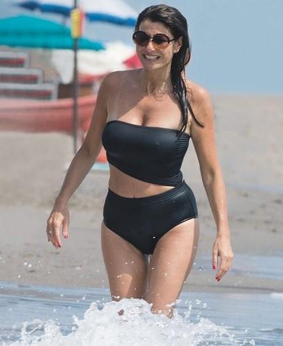 Ilaria D'Amico in Bikini : Paparazzata a Forte dei Marmi da Chi e Oggi - Luglio 2017