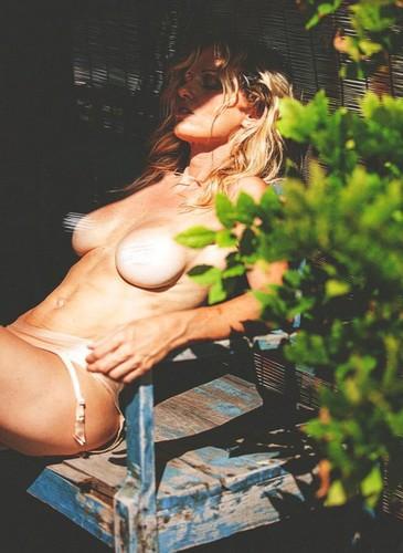 Justine Mattera in Topless : Servizio Fotografico Sconosciuto