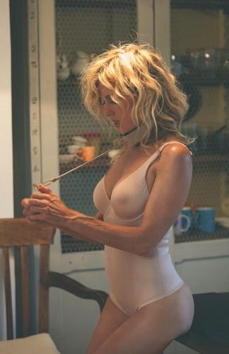 Justine Mattera : Nuovi Scatti in Lingerie e in Topless - Servizio Fotografico Sconosciuto