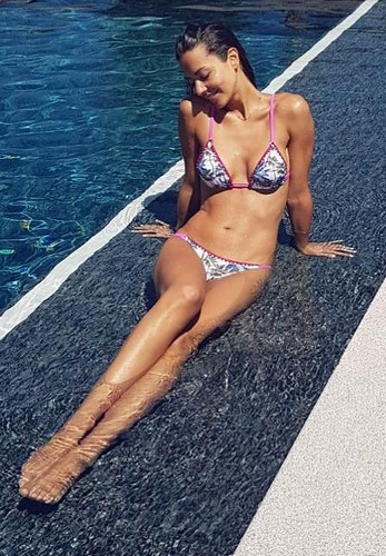 Laura Barriales in Bikini in Piscina - 04 luglio 2017
