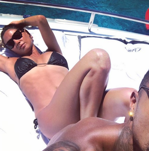 Melissa Satta in Micro Bikini Praticamente Inesistente - 06 luglio 2017