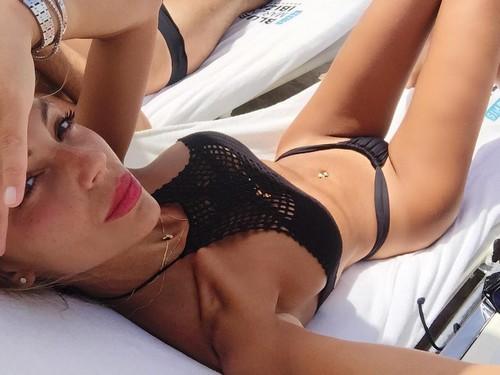 Sarah Nile : Selfie ad Alto Tasso Erotico in Micro Bikini a Ibiza - 06 luglio 2017