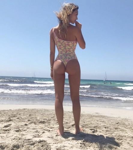 Sarah Nile in Bikini : Spettacolare Lato B da Ibiza - 12 luglio 2017