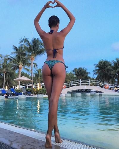 Alice Sabatini : Lato B da Urlo in Bikini in Messico - Agosto 2017