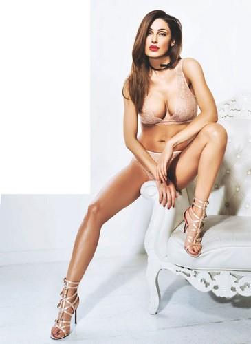 Anna Tatangelo in lingerie : Nuova sexy anteprima per Kissimo Biancaluna 2017