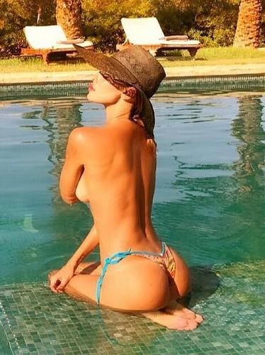 Belen Rodriguez in Topless dalla Spagna - Agosto 2017